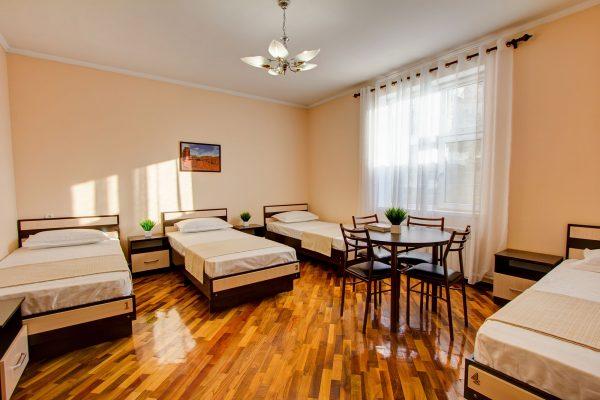 Четырехместный номер с раздельными кроватями