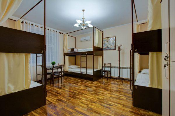 6-местный номер с двухъярусными кроватями (22 м²)